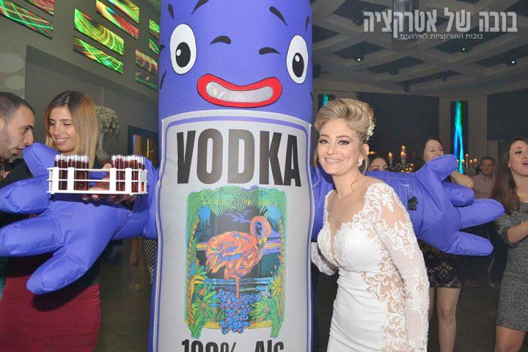 בובת אלכוהול עם כלה